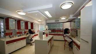 آزمایشگاه مدرن و مجهز صادق